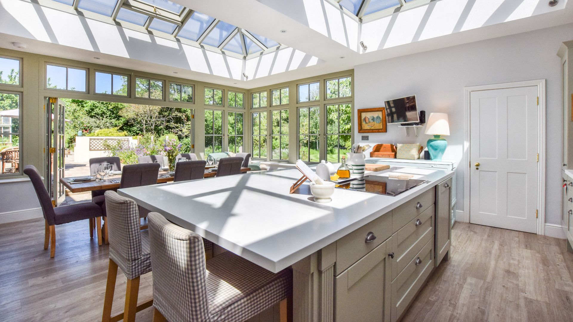 Kitchen with central island, Old Manse, Bolthole Retreats