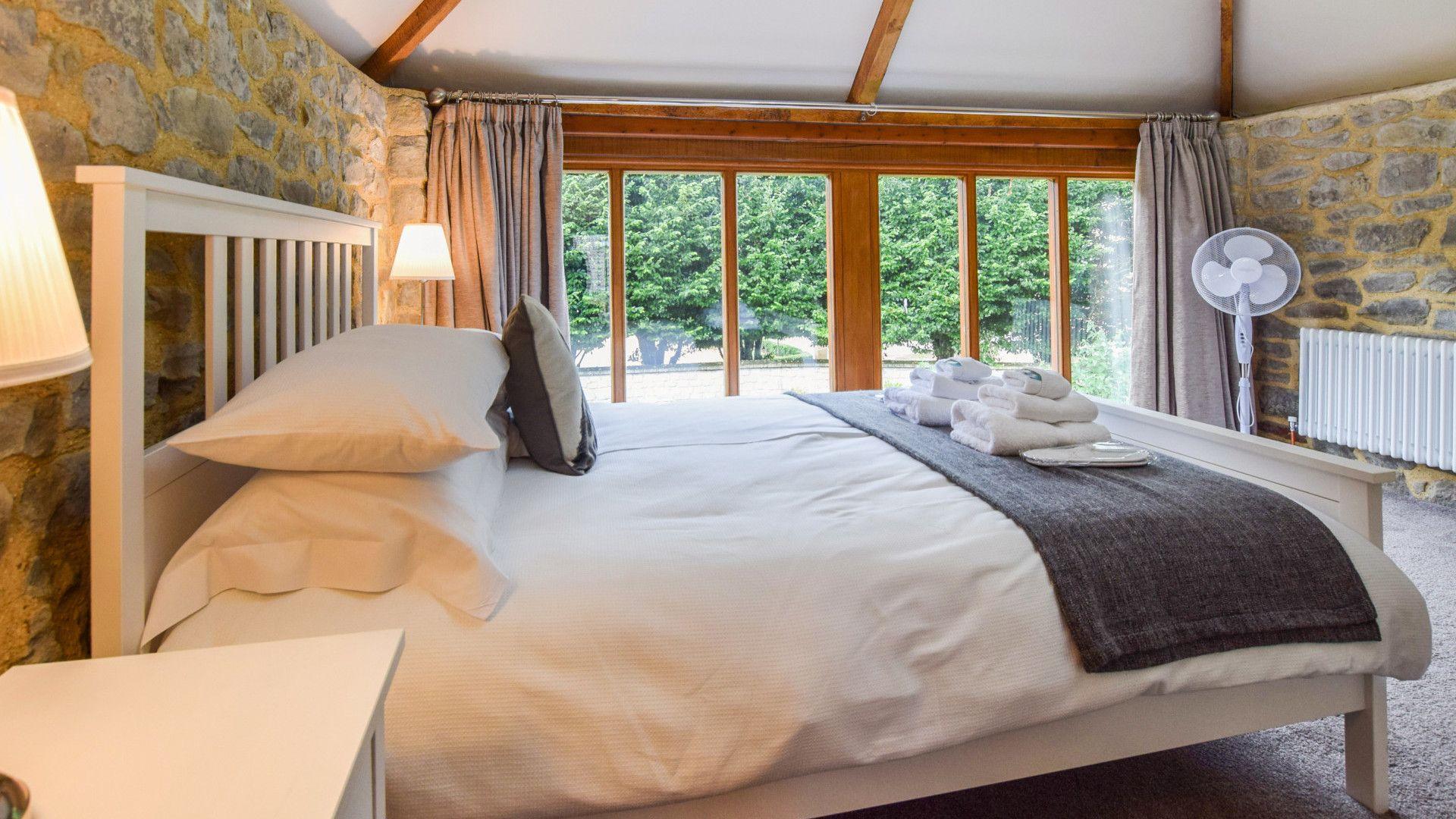 Bedroom 1, Tythe Barn at Avon Farm, Bolthole Retreats