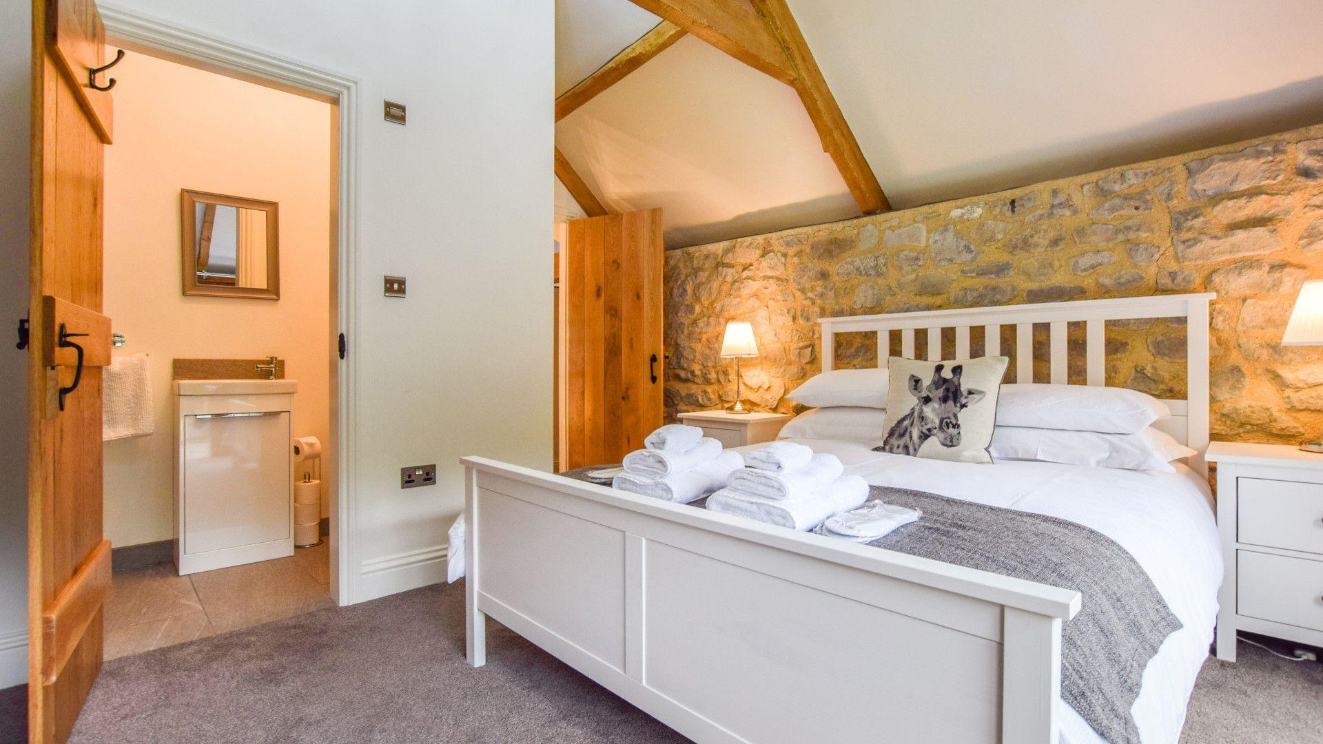 Bedroom 1, king-size, Tythe Barn at Avon Farm, Bolthole Retreats