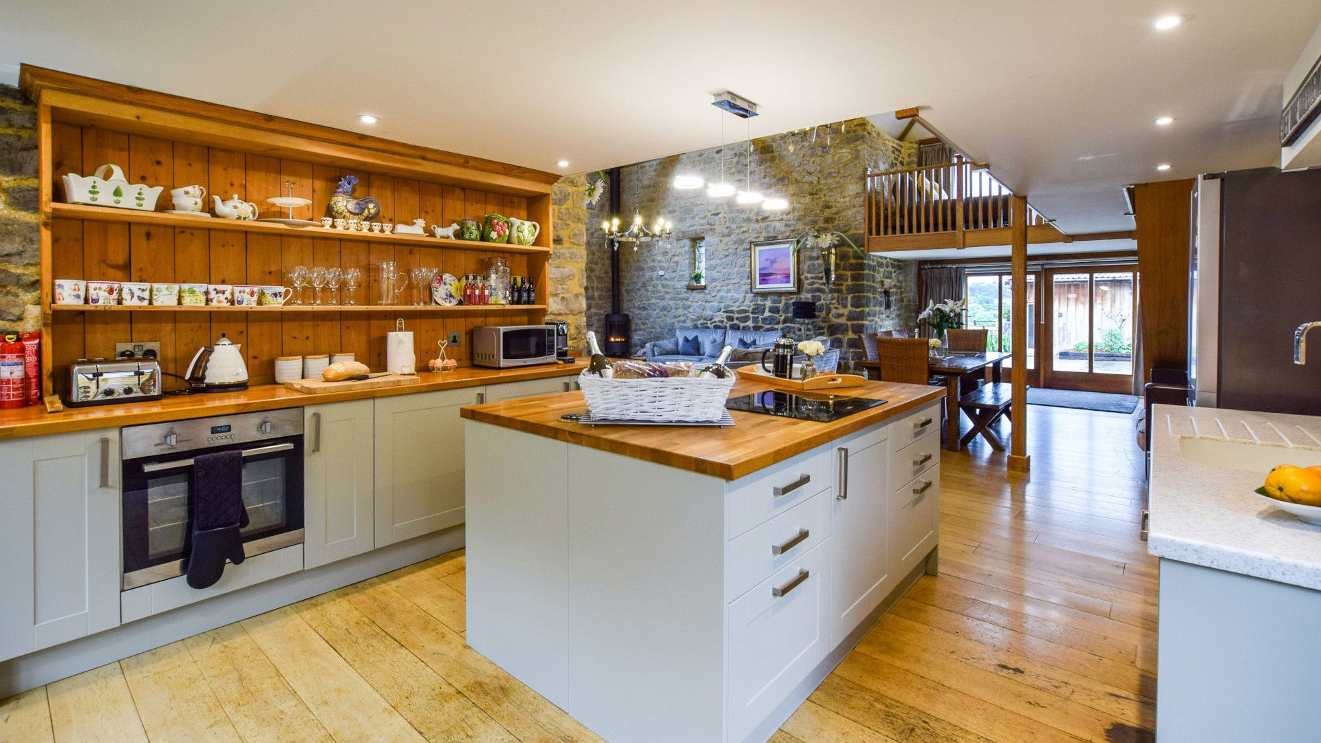 Kitchen, Tythe Barn at Avon Farm, Bolthole Retreats