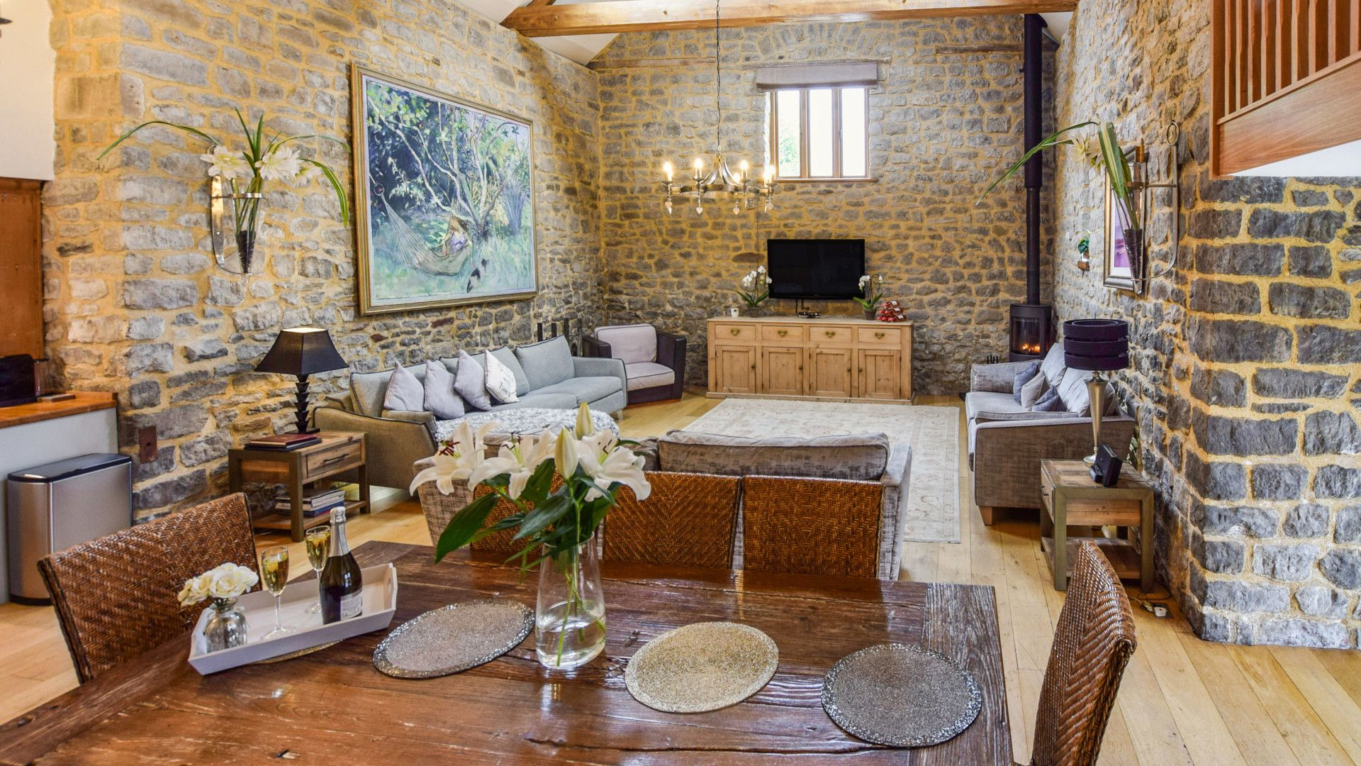 Dining & living areas, Tythe Barn at Avon Farm, Bolthole Retreats