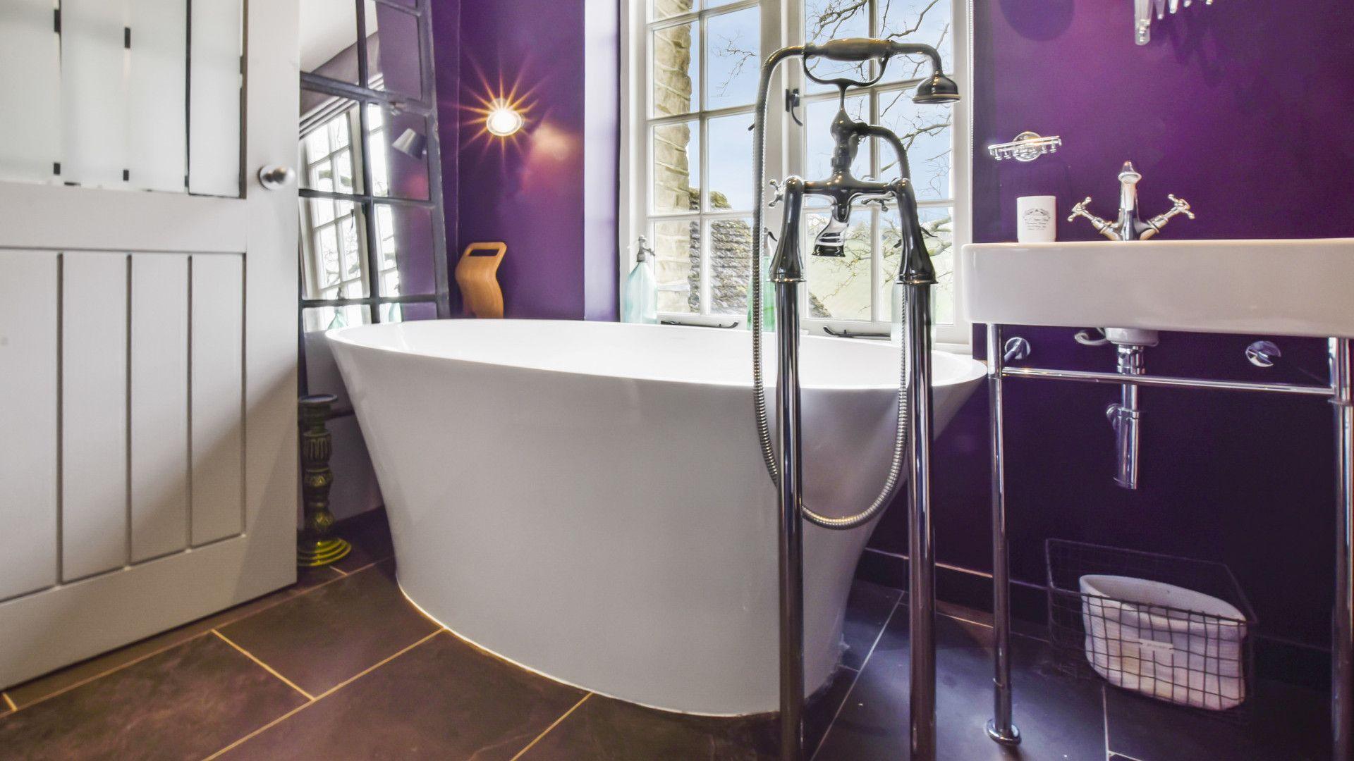 Family bathroom, Master bedroom, Westerleigh Cottage, Bolthole Retreats