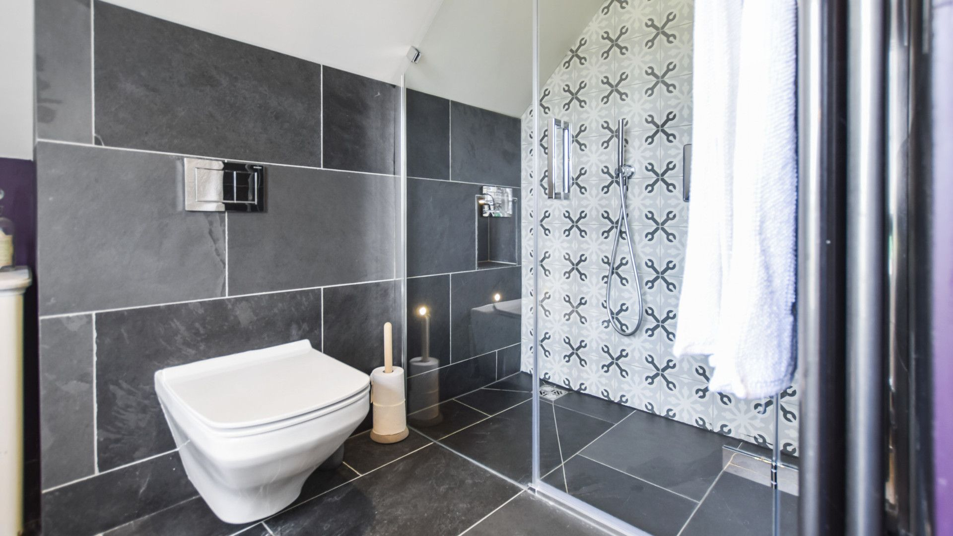 Family bathroom, Westerleigh Cottage, Bolthole Retreats