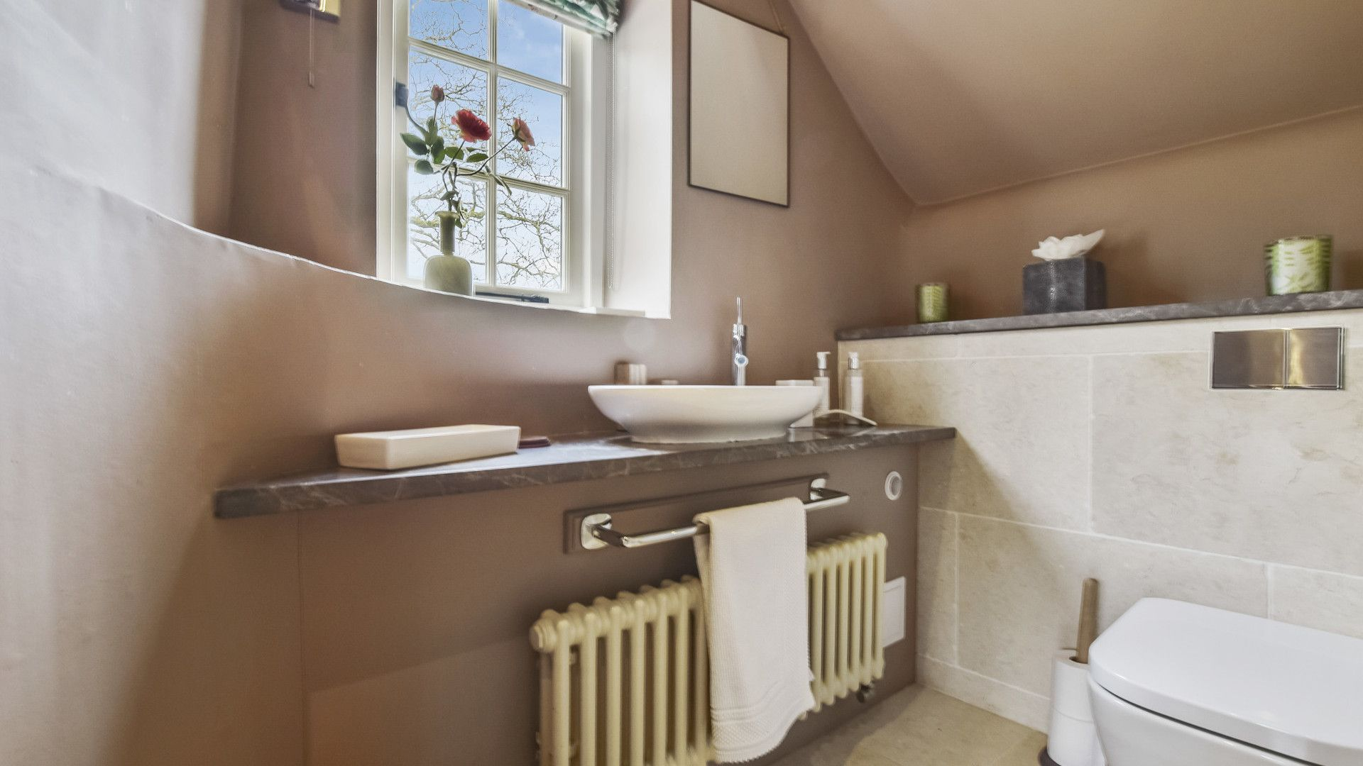En-suite, Master bedroom, Westerleigh Cottage, Bolthole Retreats
