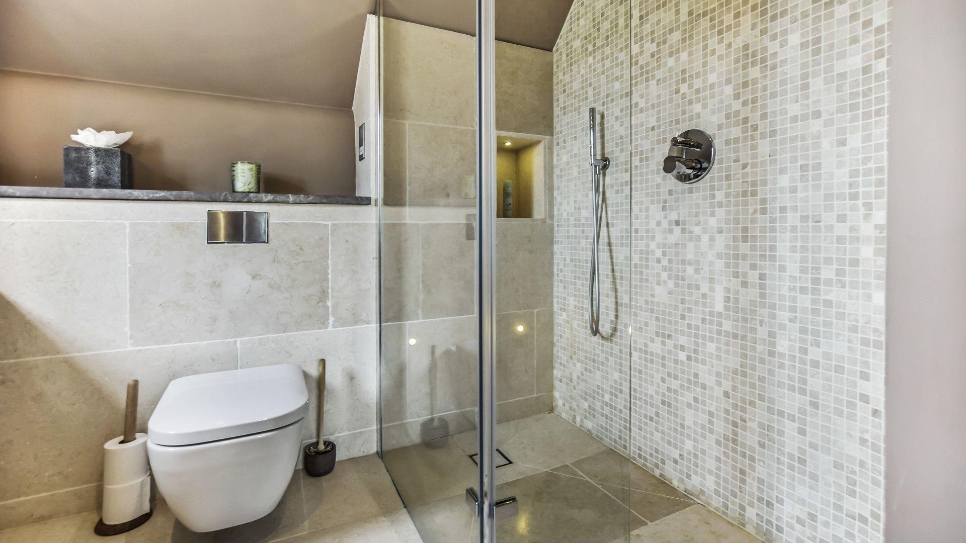 En-suite, Master bedroom, Westerleigh Cottage, Bolthole Retreats