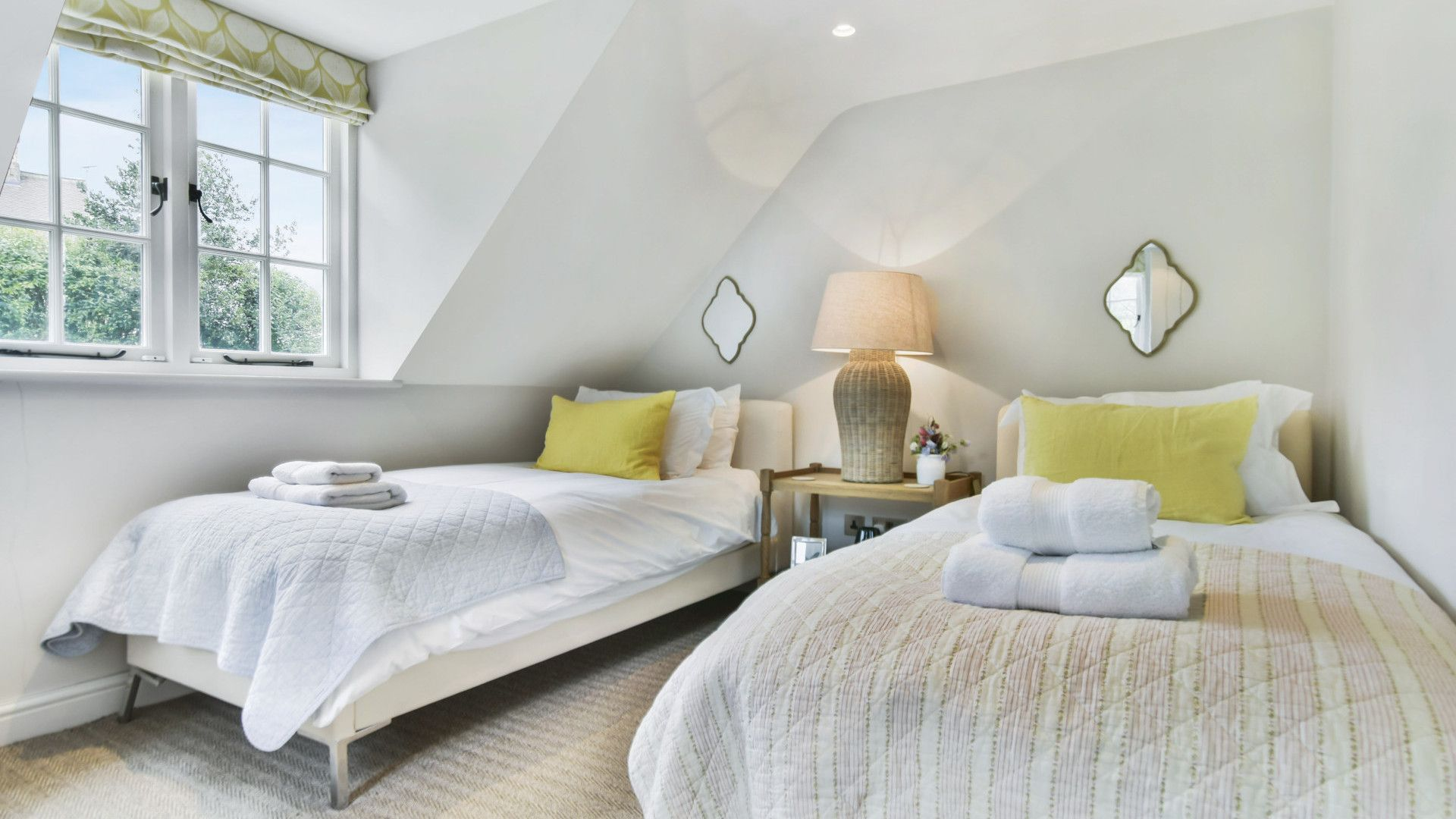 Twin bedroom, Master bedroom, Westerleigh Cottage, Bolthole Retreats