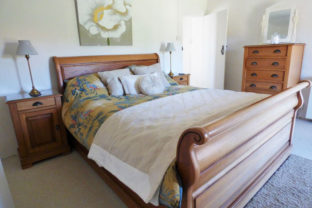 Nelson Cottage | King size bed