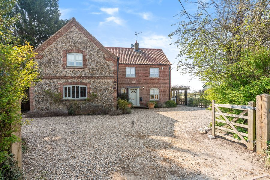 Yew Tree House | Driveway with ample parking