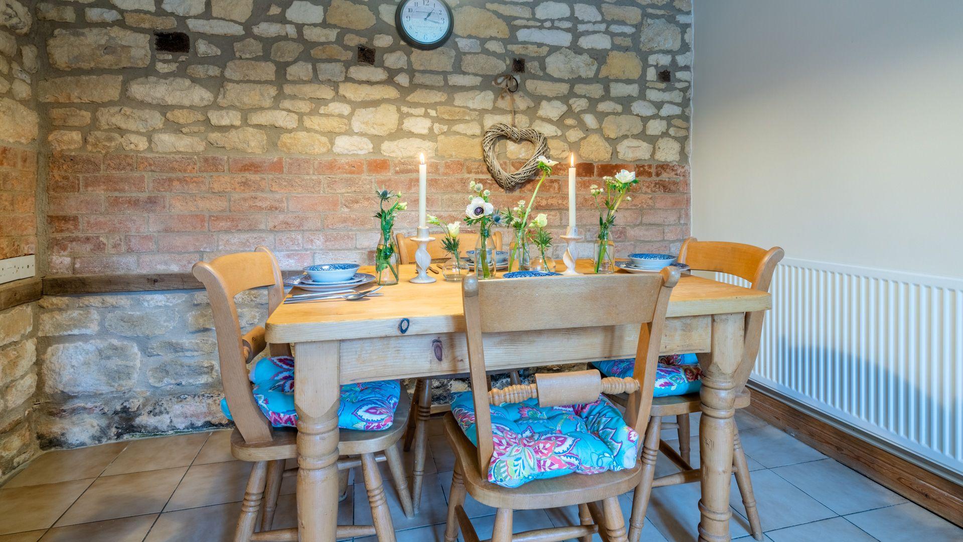 Dining Area, Sundial Cottage, Bolthole Retreats