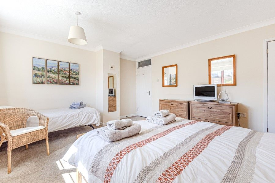 Dolphin Cottage | Bedroom 1
