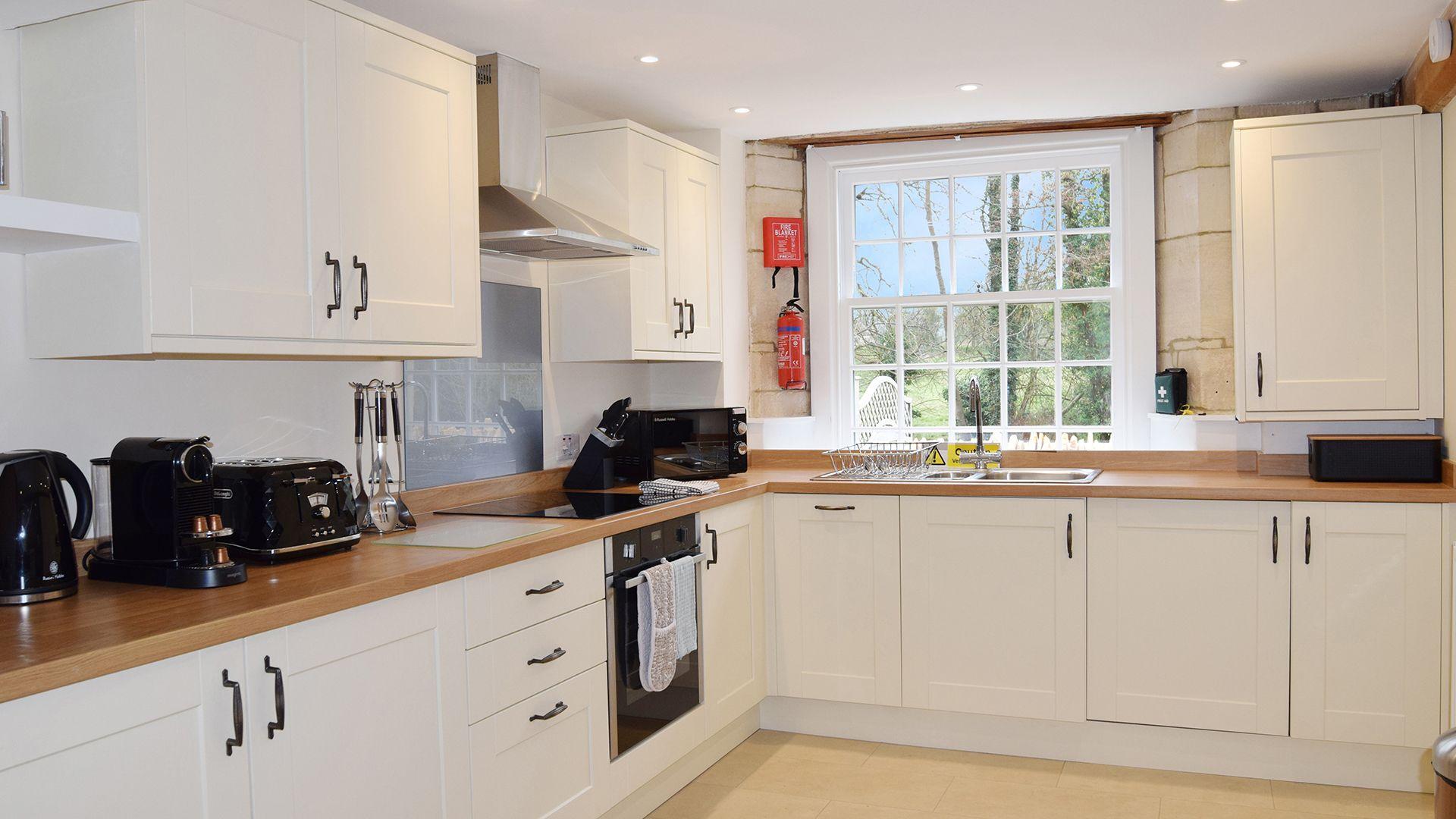 Kitchen, Lady Jane Grey Cottage at Sudeley Castle, Bolthole Retreats