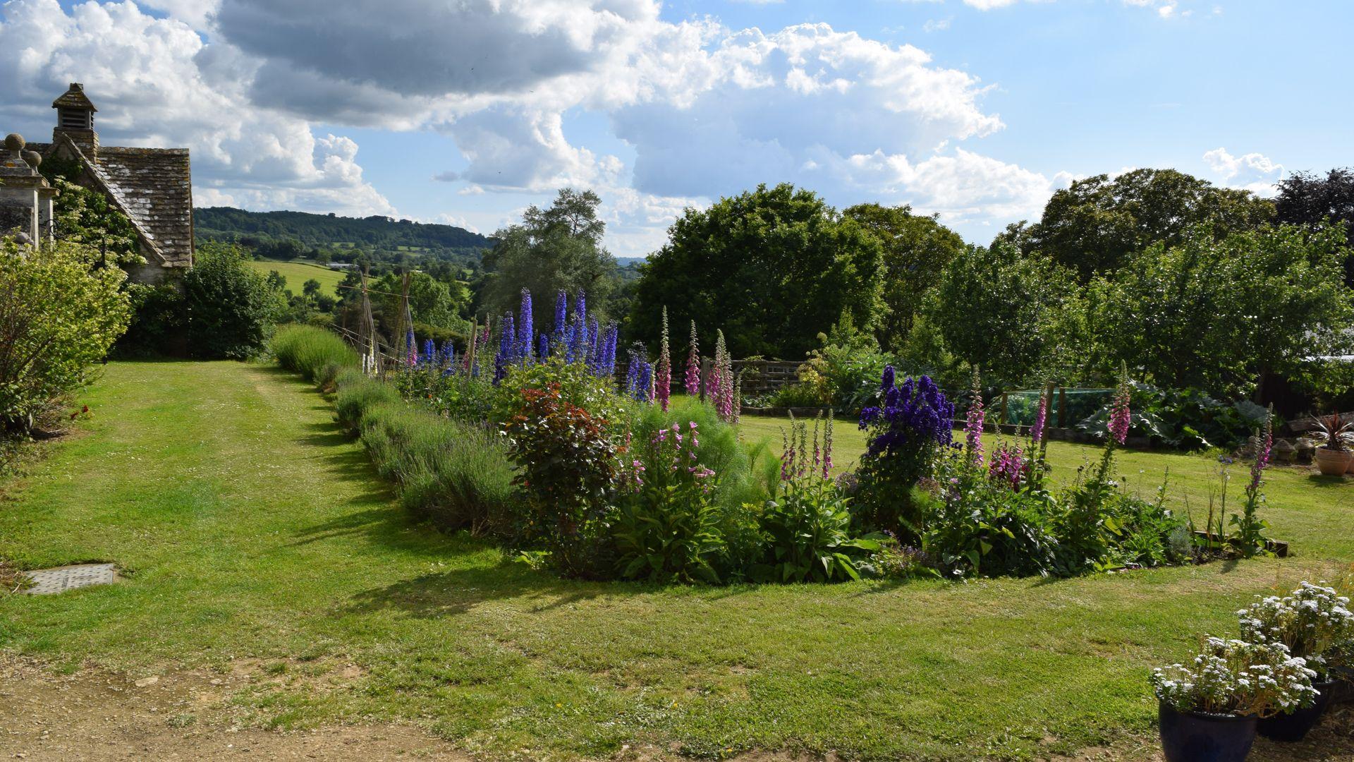 Garden view, Tudor Oak, Bolthole Retreats