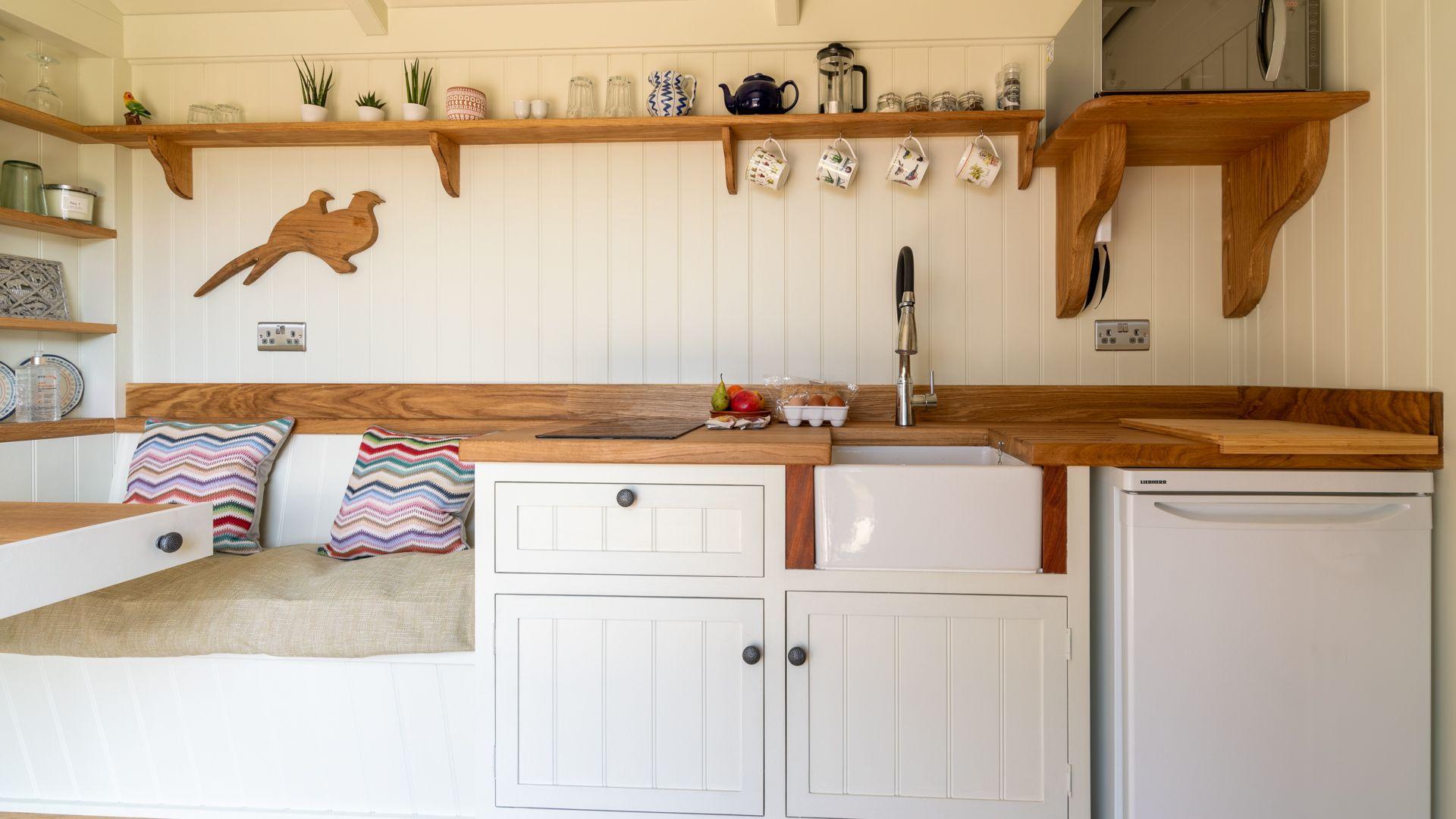 Kitchenette, Tudor Oak, Bolthole Retreats