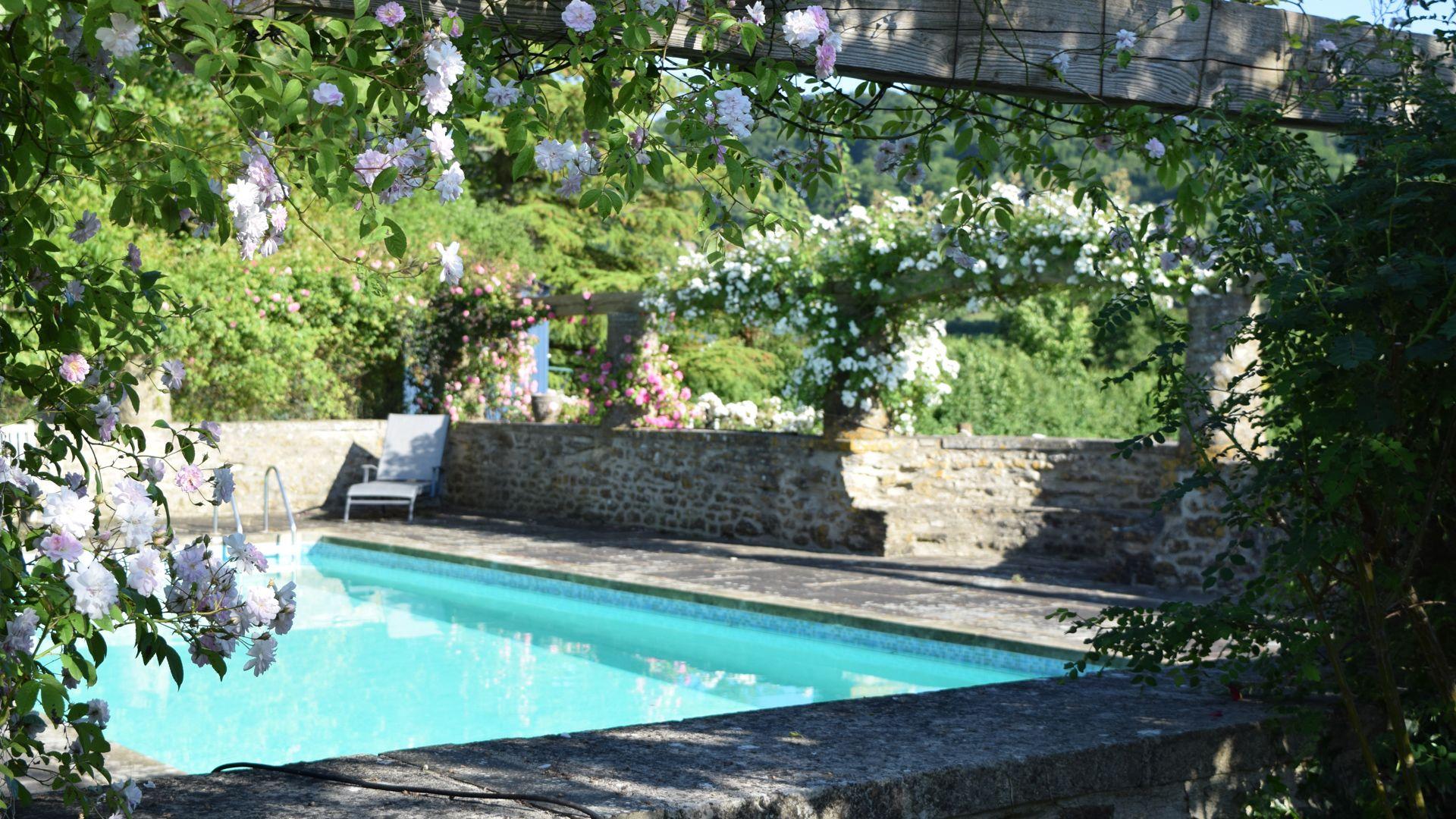Swimming pool, Under the Walnut Tree, Bolthole Retreats