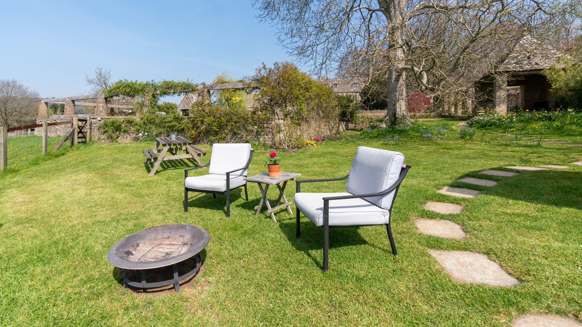 Seating and firepit, Under the Walnut Tree, Bolthole Retreats