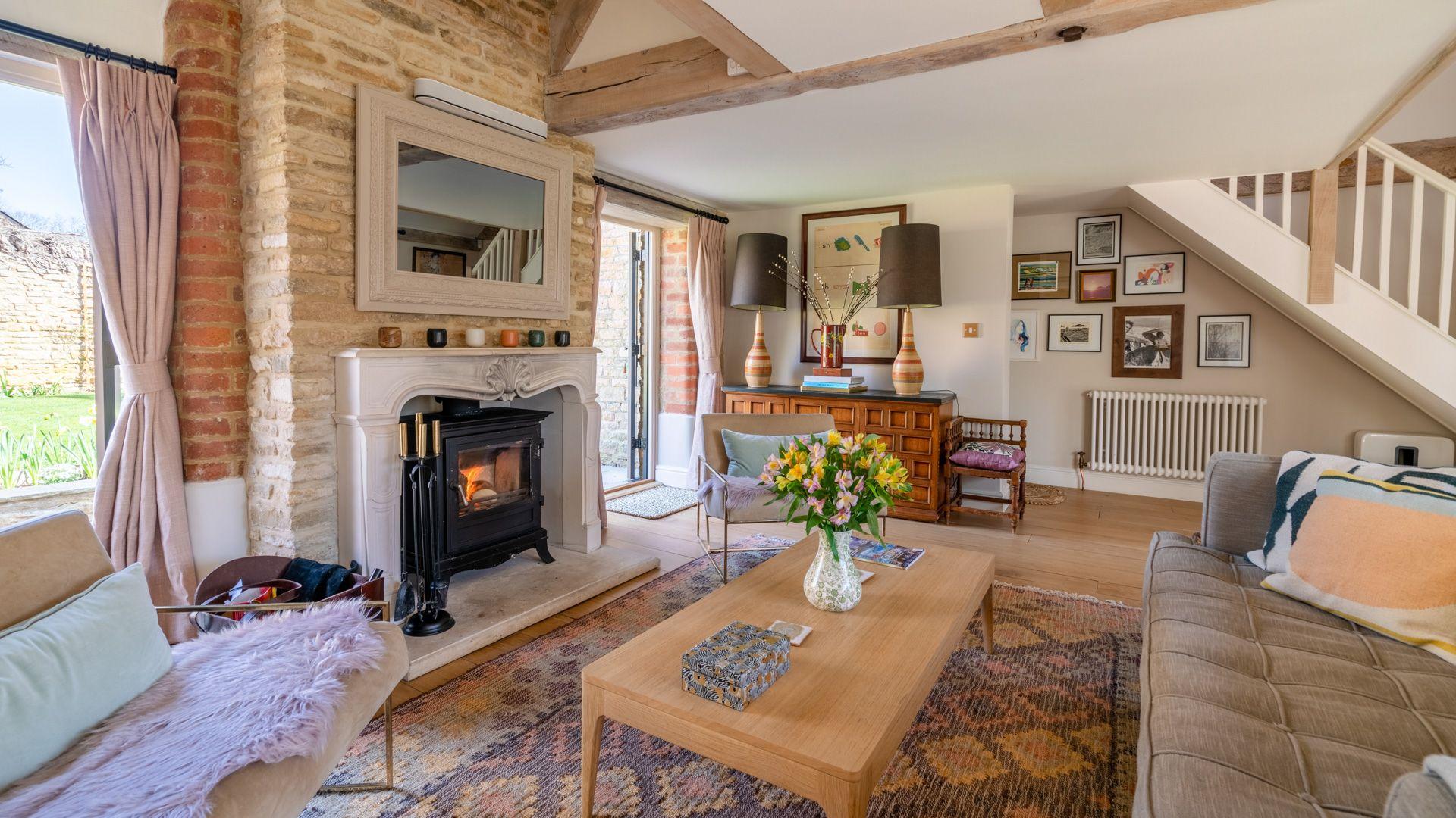 Living room with doors to rear garden, Quail House, Bolthole Retreats