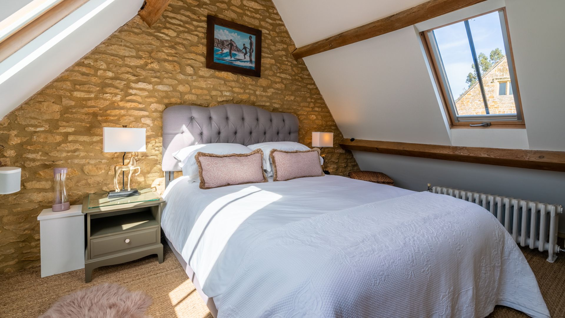Bedroom 2 with King-Size bed, Quail House, Bolthole Retreats