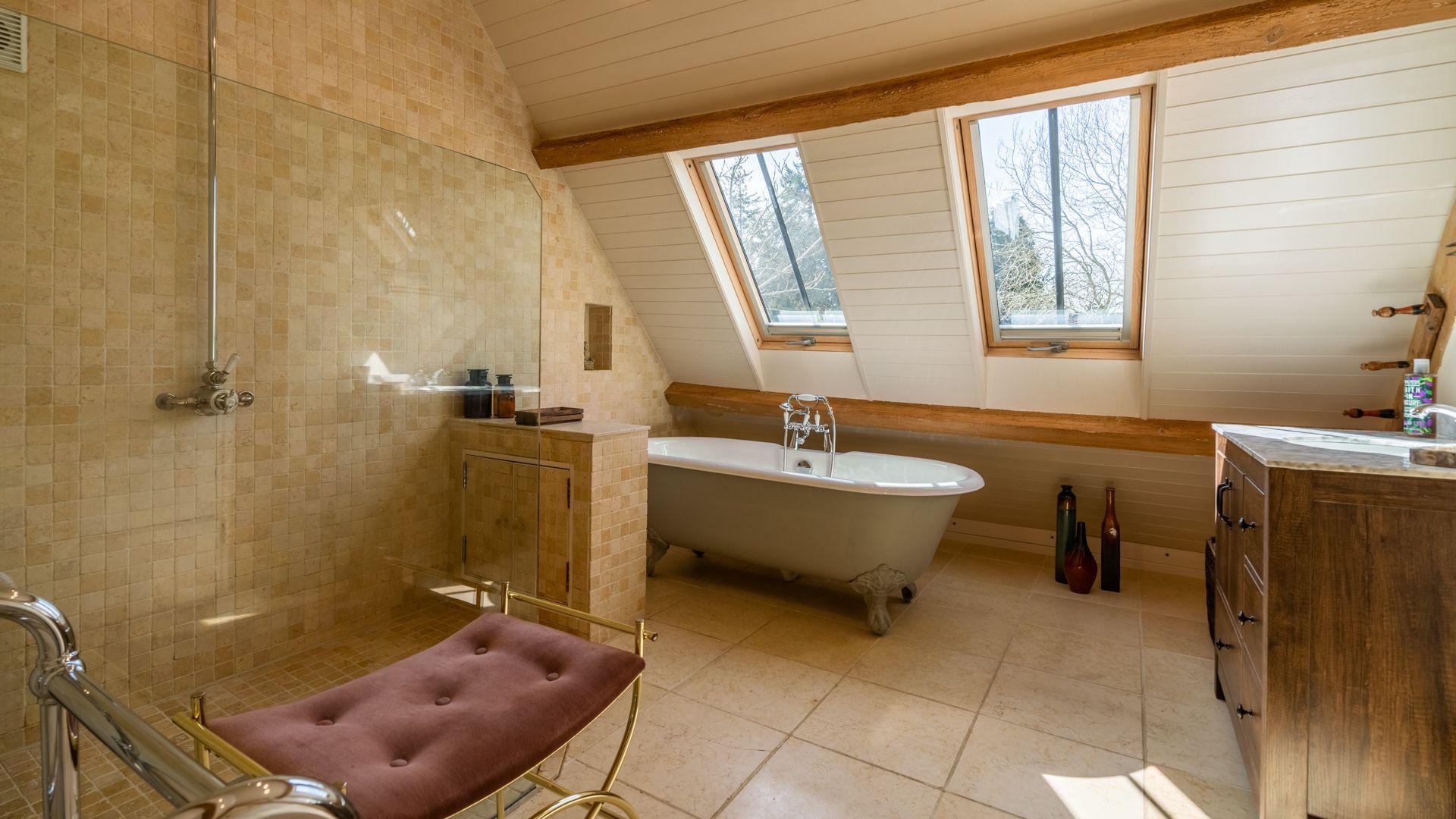 Family bathroom with freestanding bath, Quail House, Bolthole Retreats