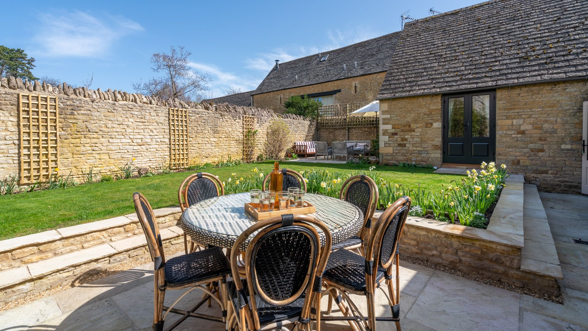 Rear garden patio with dining area and comfy seating & BBQ in the far corner, Quail House, Bolthole Retreats