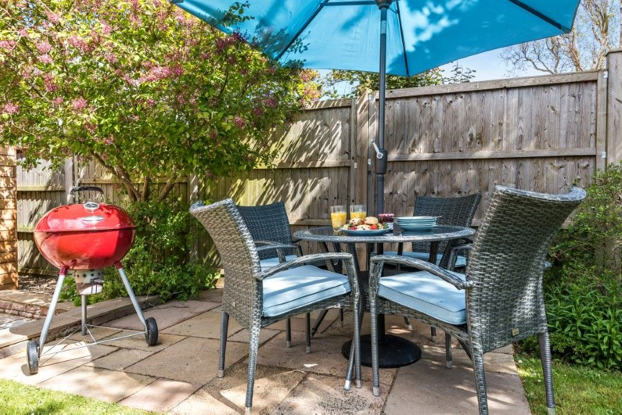 The Stables Manor Court | Outside table