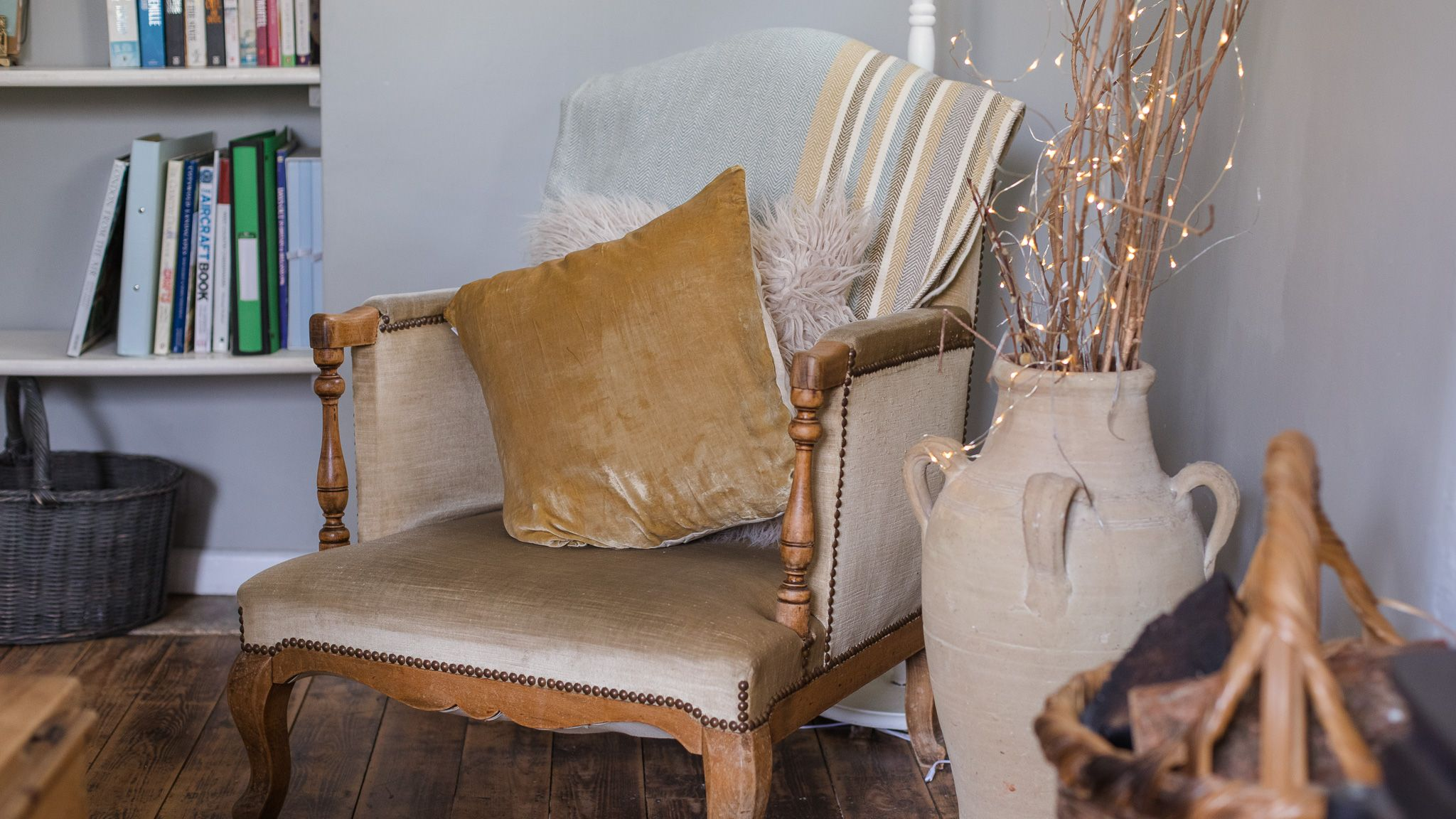 Living room, Walkley Wood Cottage, Bolthole Retreats