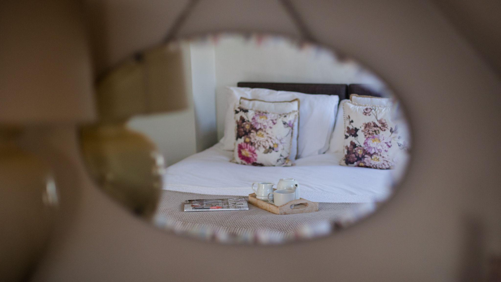 Master bedroom, Walkley Wood Cottage, Bolthole Retreats