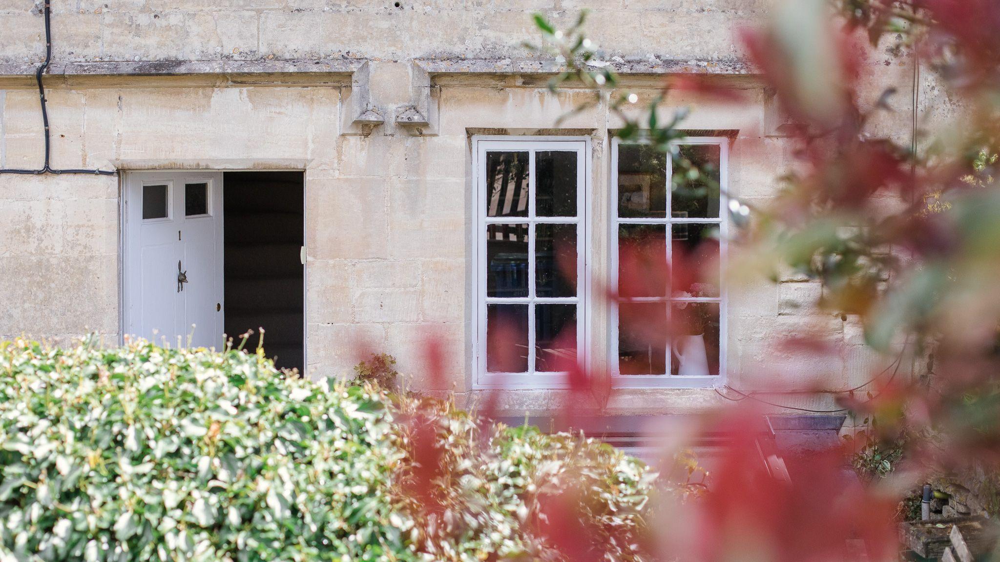 Exterior front, entrance, Walkley Wood Cottage, Bolthole Retreats