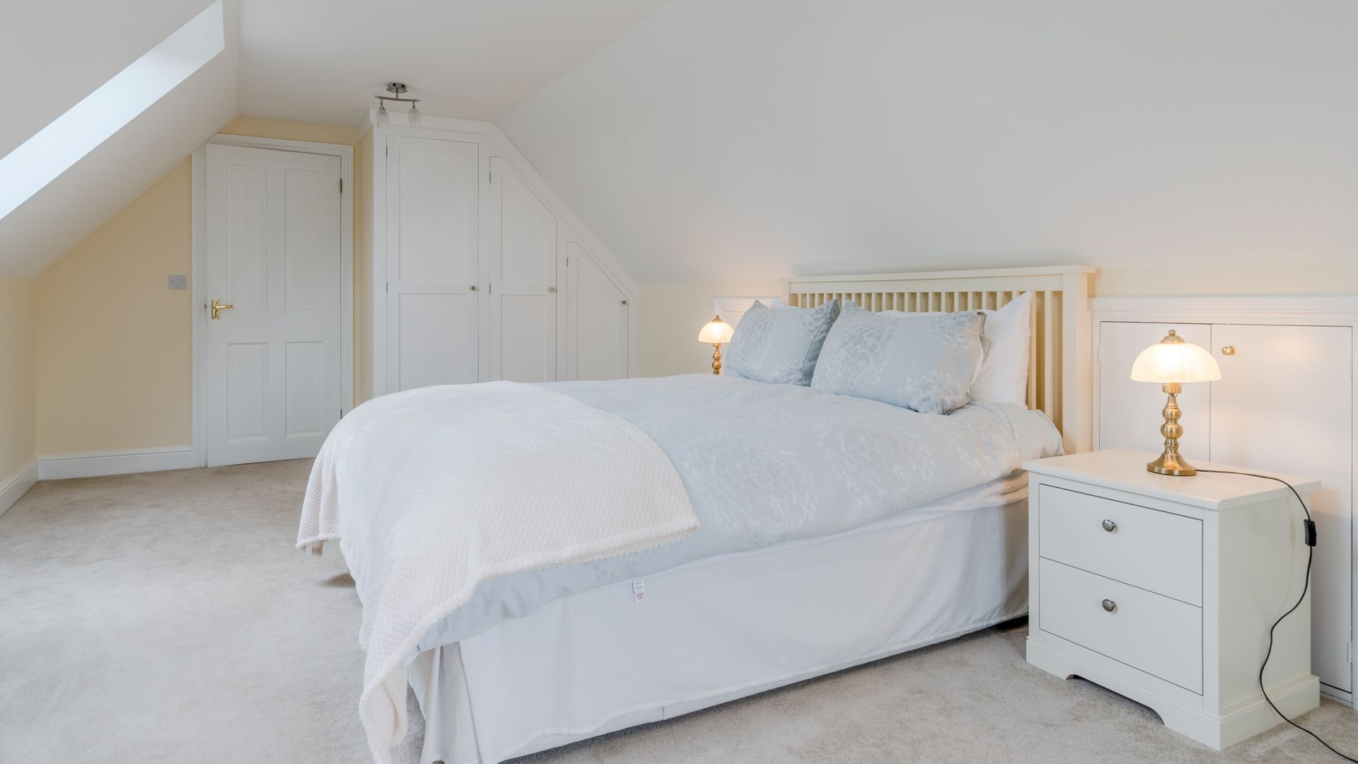 Bedroom One (king-size), Orchard View, Bolthole Retreats