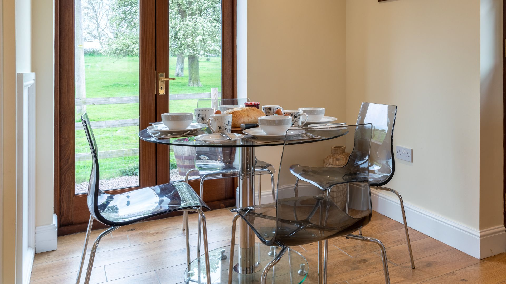 Breakfast area, Orchard View, Bolthole Retreats