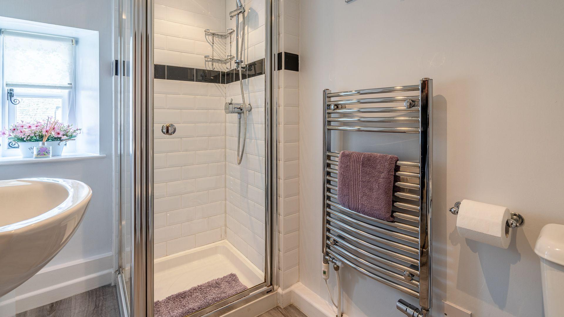 Family Shower Room, Forsythia Cottage, Bolthole Retreats