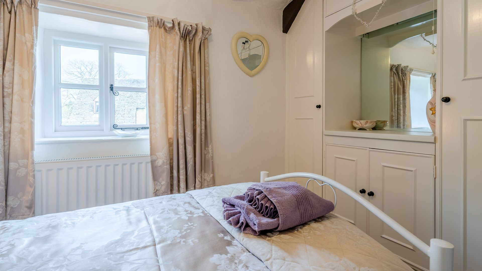 Bedroom Two, Forsythia Cottage, Bolthole Retreats