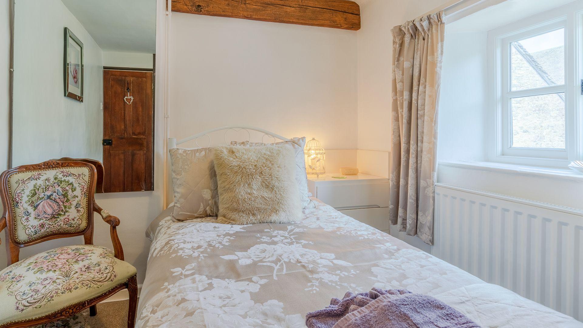 Bedroom Two (single), Forsythia Cottage, Bolthole Retreats