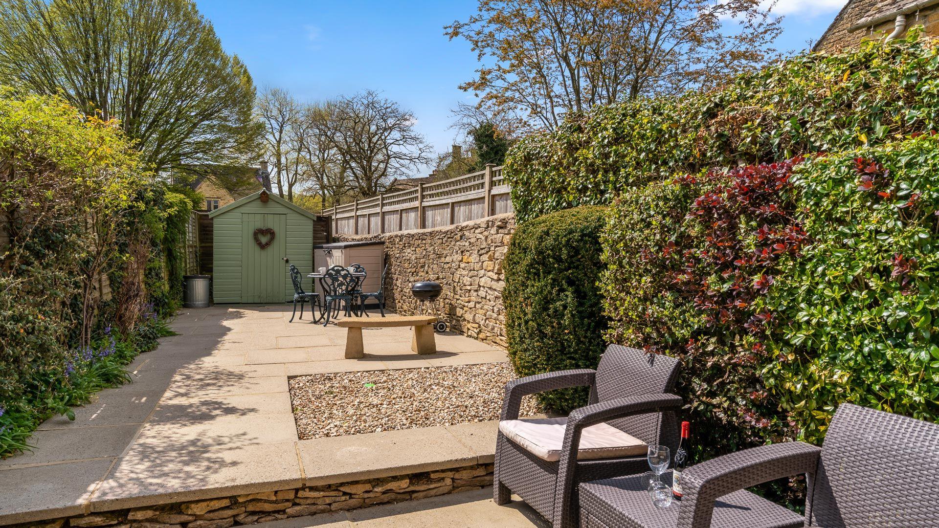 Courtyard garden, Forsythia Cottage, Bolthole Retreats