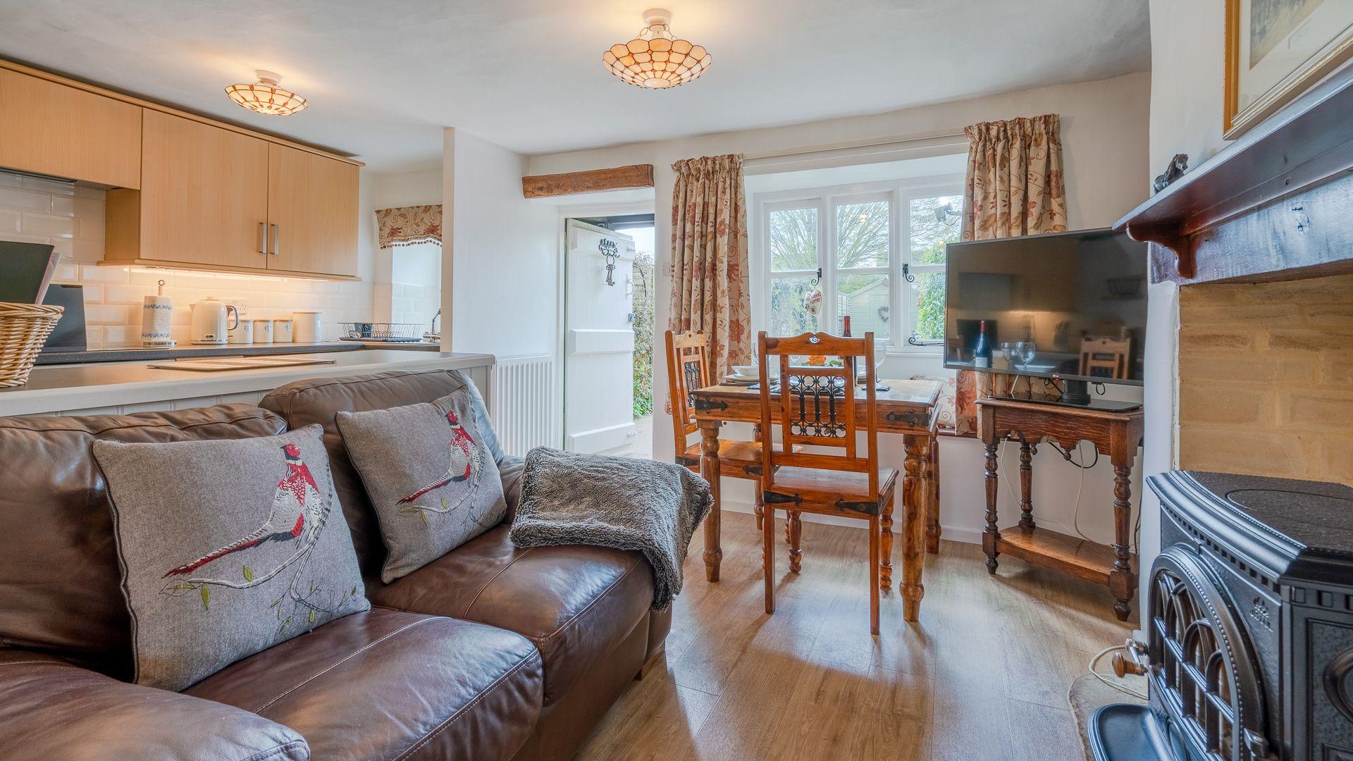 Living-Dining Room, Forsythia Cottage, Bolthole Retreats