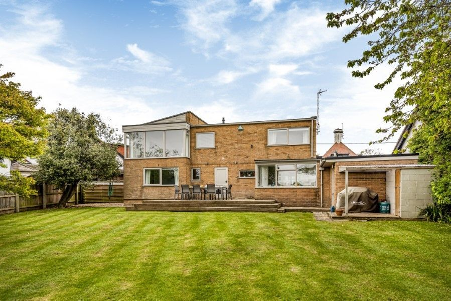 Ongar Lodge | Back view from garden