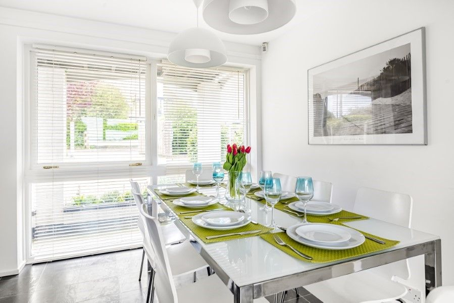 Ongar Lodge | Dining table