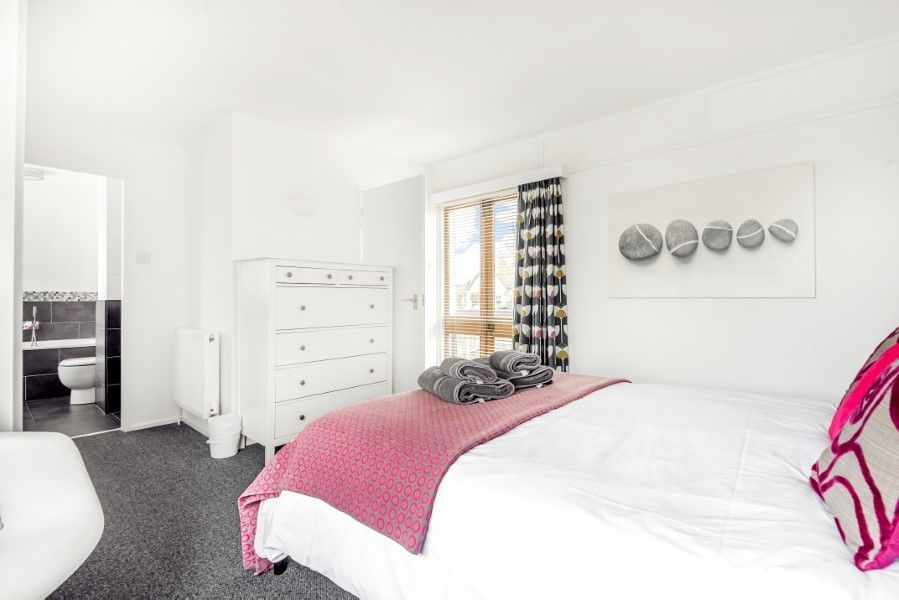 Ongar Lodge | Bedroom 1