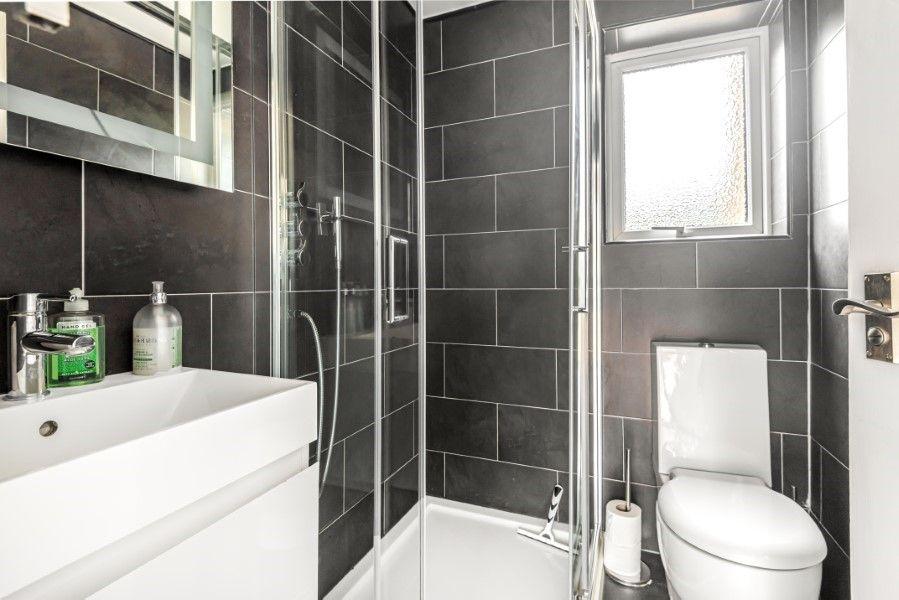 Ongar Lodge | Shower room