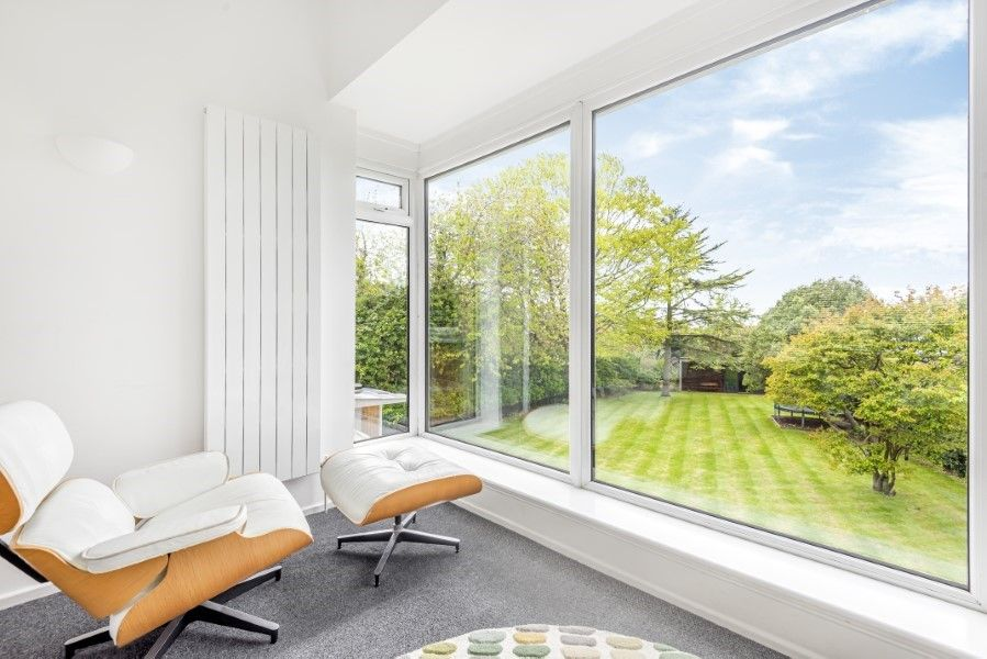 Ongar Lodge | Sitting room with garden view