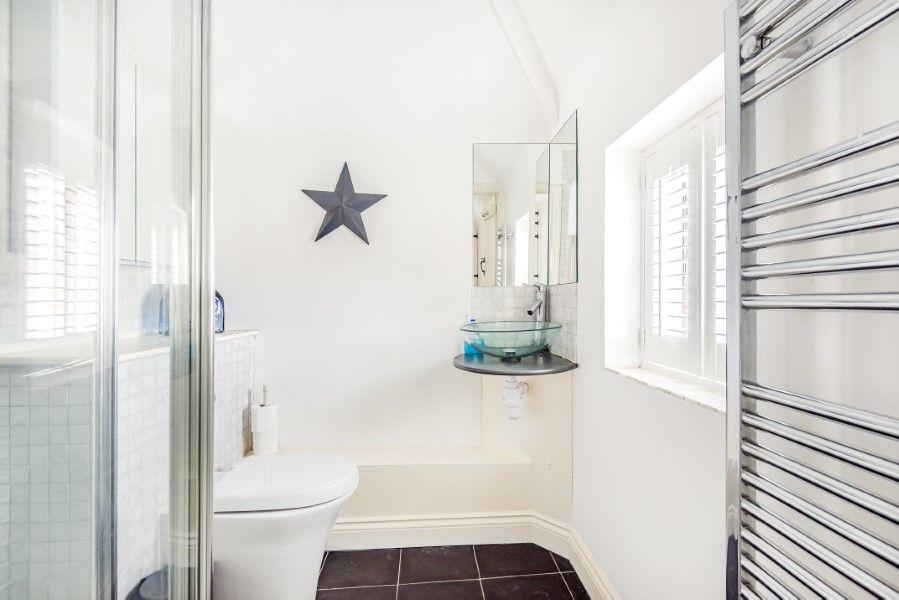 Keeper's Cottage | En-suite shower room