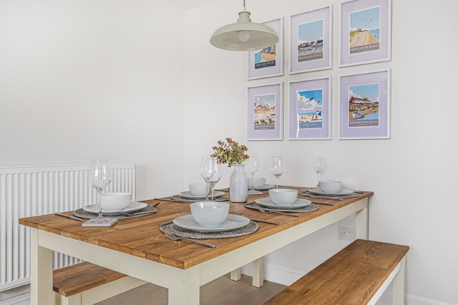 The Hideaway 6A | Dining table