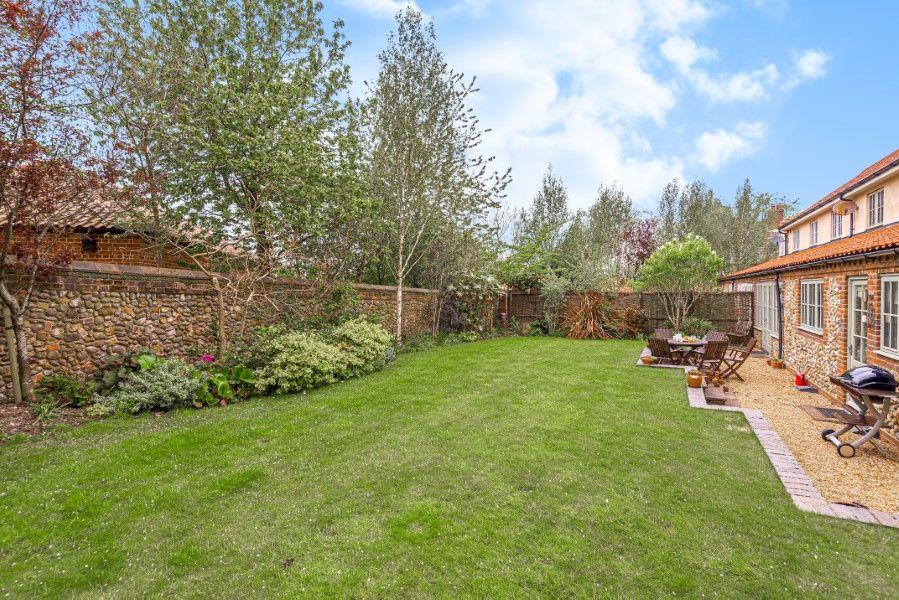 2 Waterhall Cottages | Garden