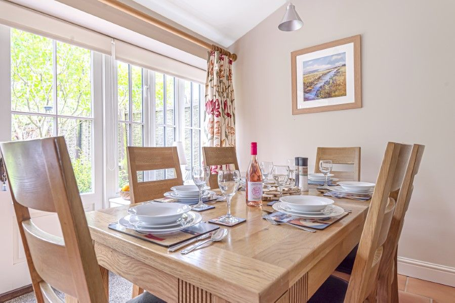 2 Waterhall Cottages | Dining table