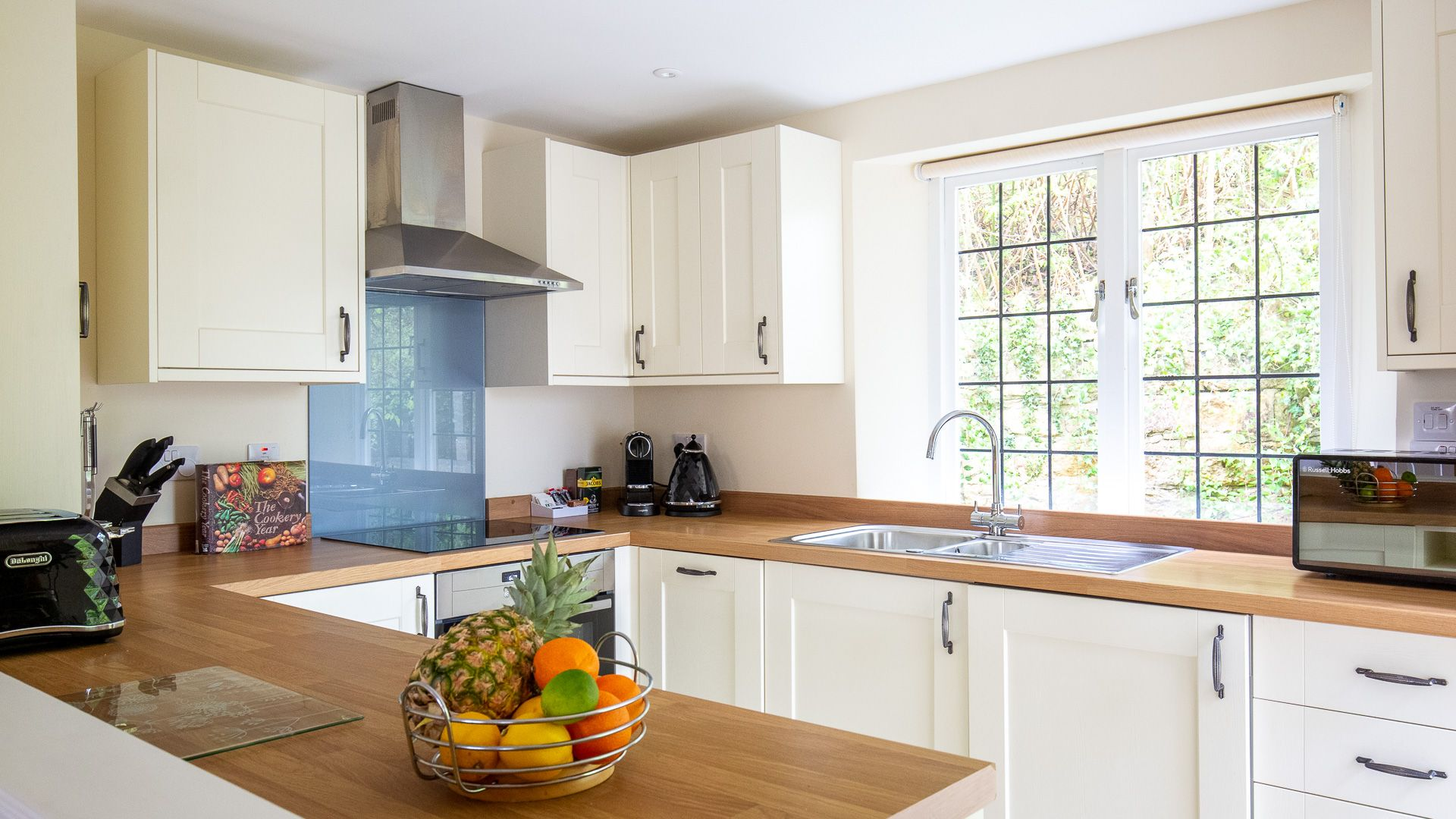 Kitchen, Emma Dent Cottage at Sudeley Castle, Bolthole Retreats