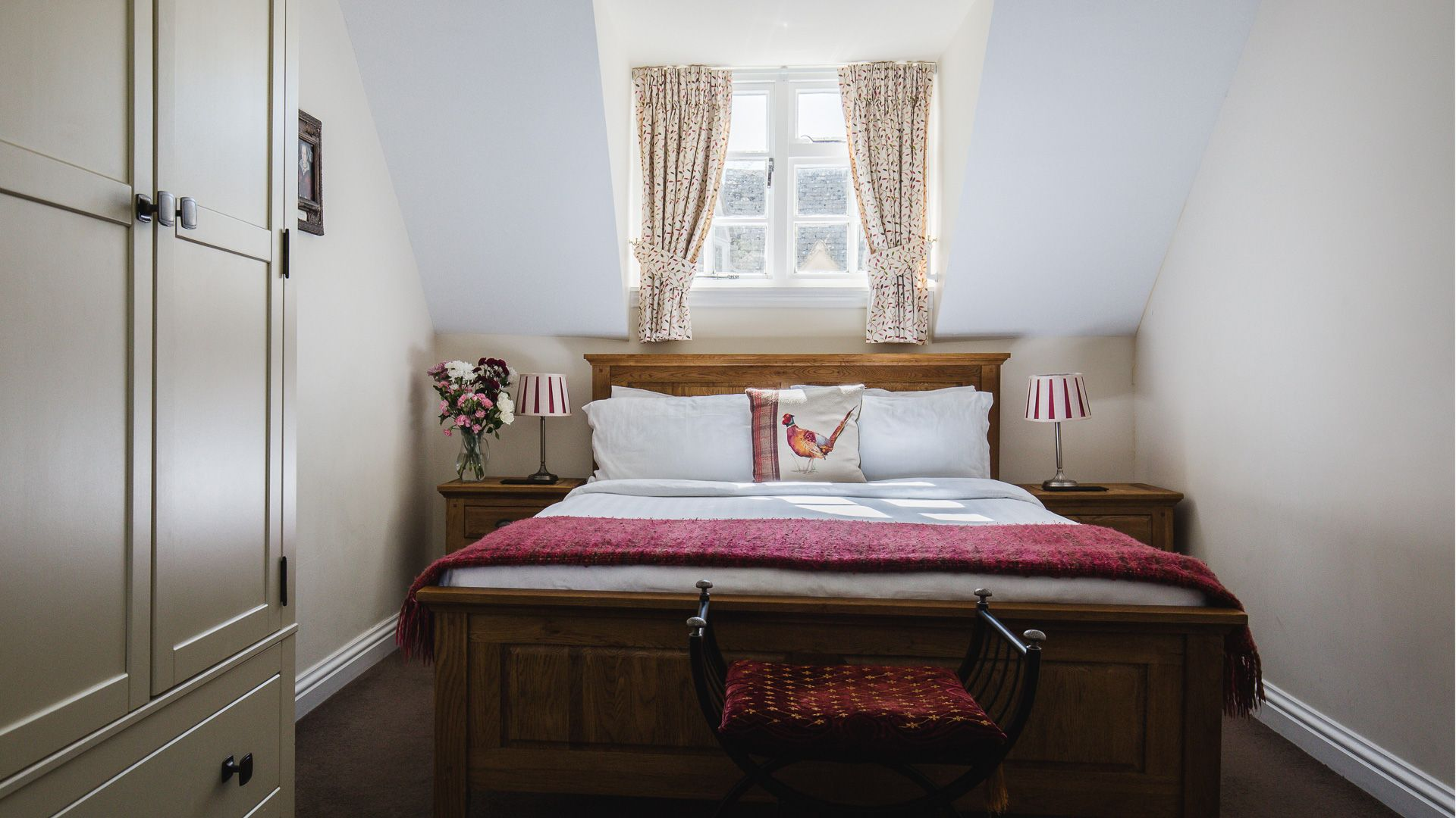 Bedroom One King Size Double, Queens Cottage at Sudeley Castle, Bolthole Retreats