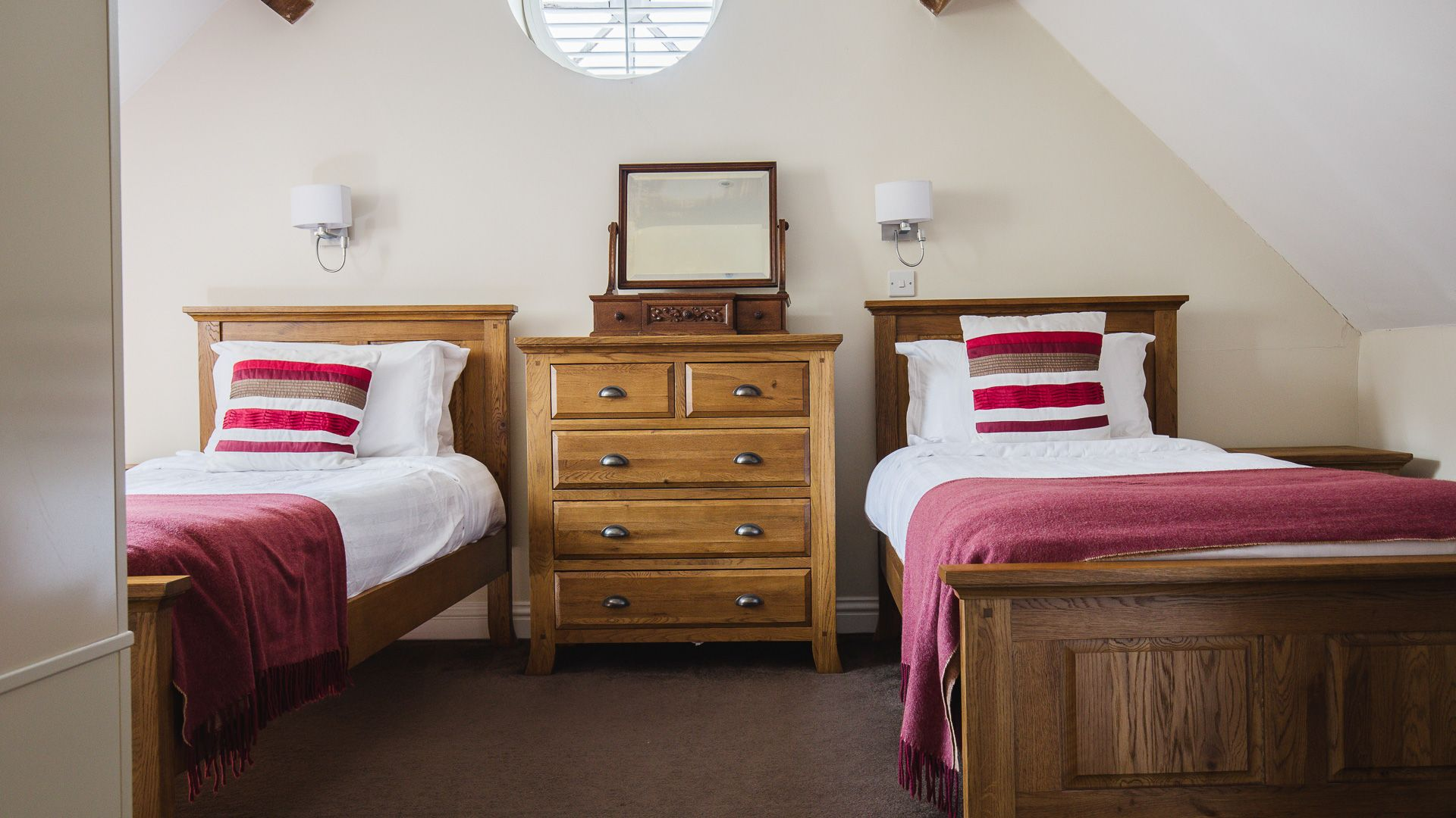 Bedroom Two, Queens Cottage at Sudeley Castle, Bolthole Retreats