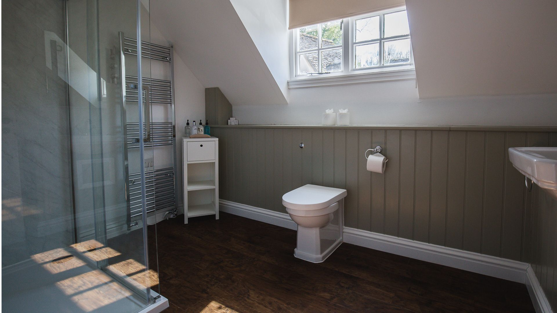 Family Shower Room, Queens Cottage at Sudeley Castle, Bolthole Retreats
