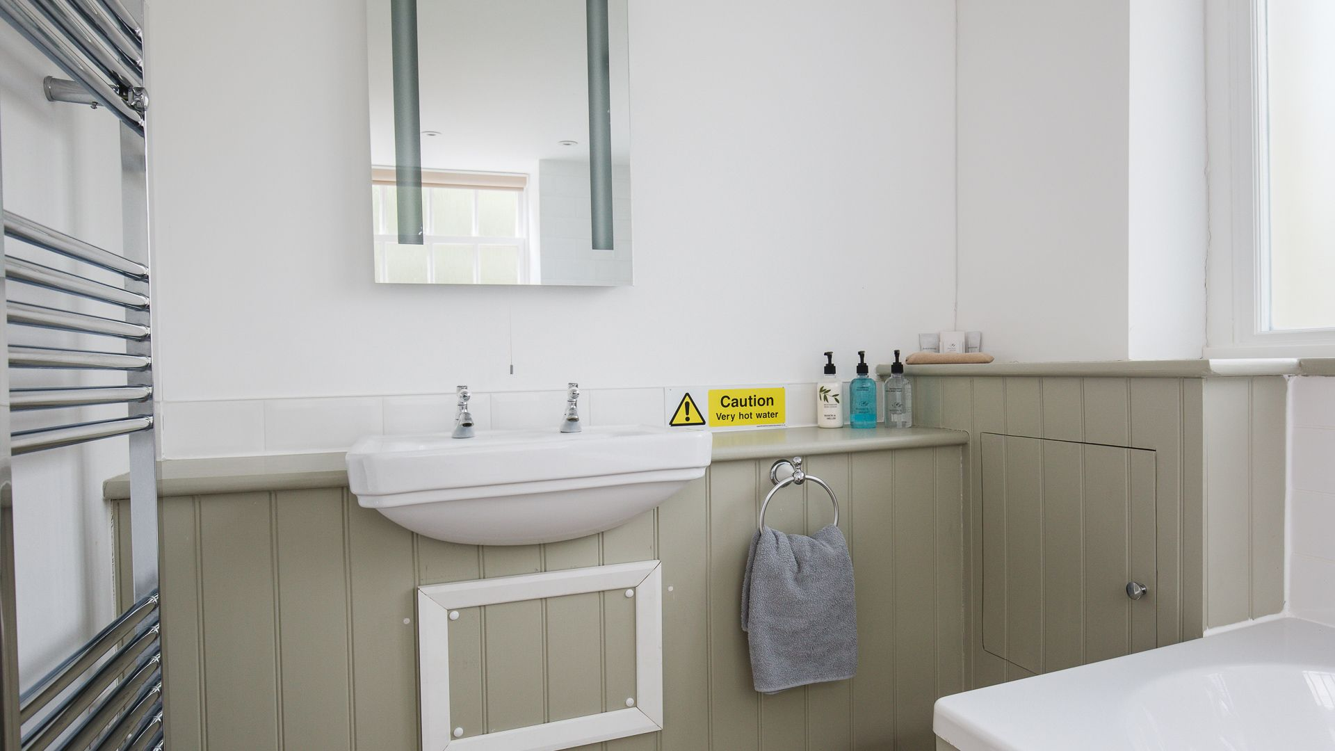 Downstairs Bathroom, Queens Cottage at Sudeley Castle, Bolthole Retreats