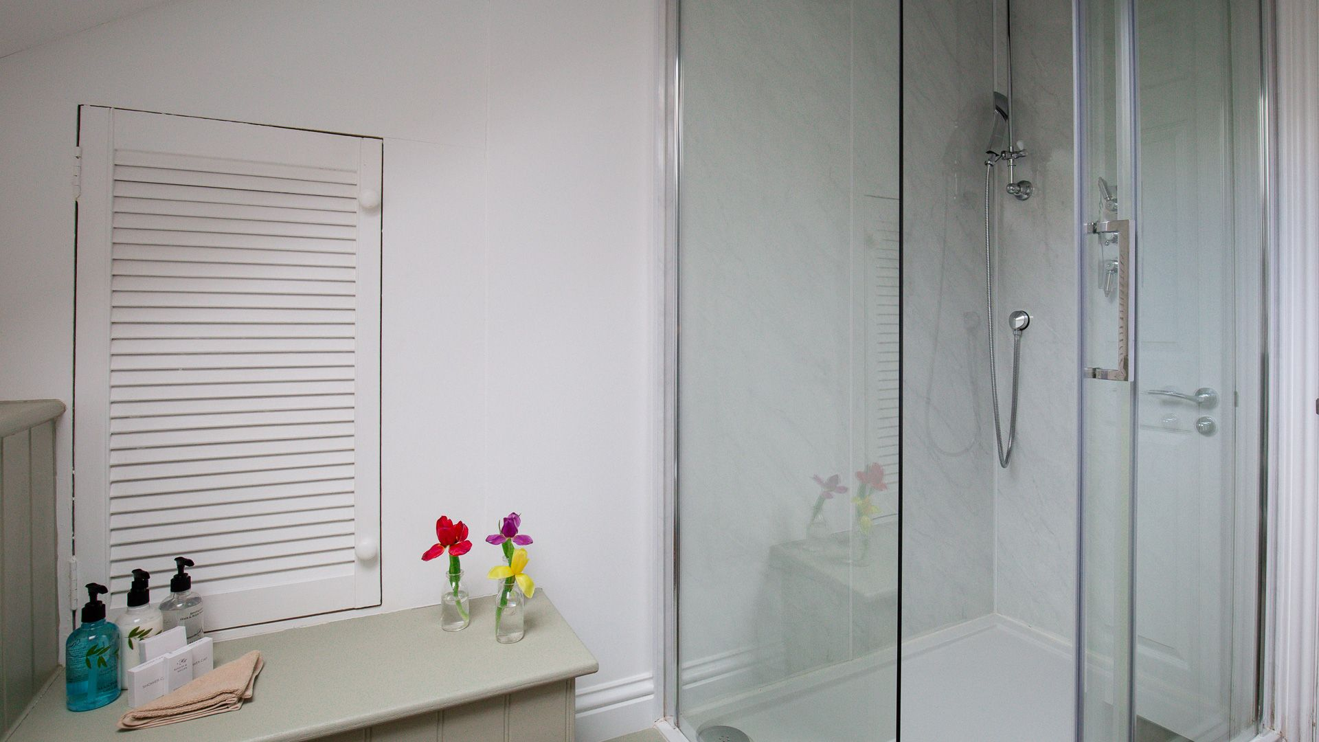 Family Shower Room, Oliver Cromwell at Sudeley Castle, Bolthole Retreats