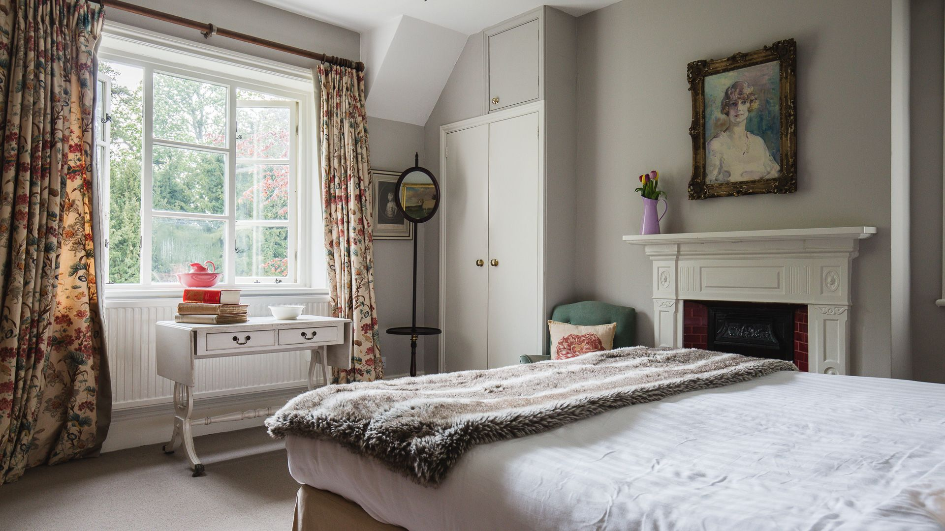 Bedroom One, Sudeley Guest Cottage, Bolthole Retreats